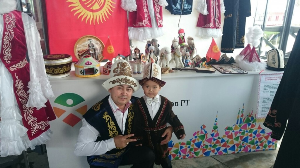 Жандар уулы Курал с сыном